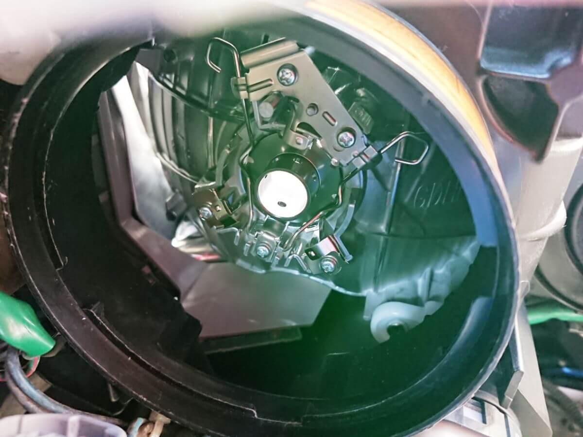 LEDバルブ取り付け