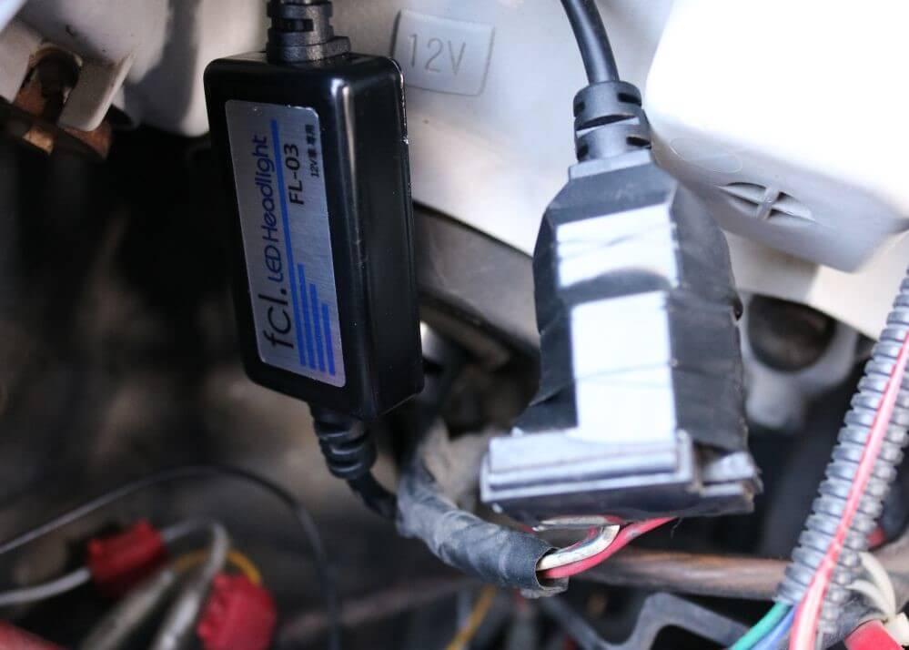 ワゴンRのヘッドライトをLED化_ビニールテープで絶縁
