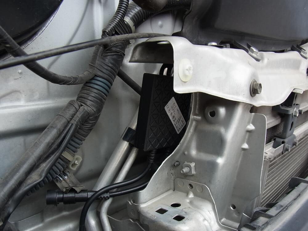 ハイエース200系のヘッドライトをHID化_バラスト固定