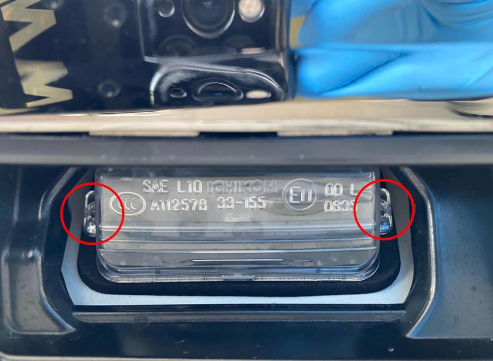 【交換方法】80系後期ノアのライセンス/ナンバー灯をLED化 -ヴォクシー・エスクァイアのオーナーも必見!_ライセンスランプ