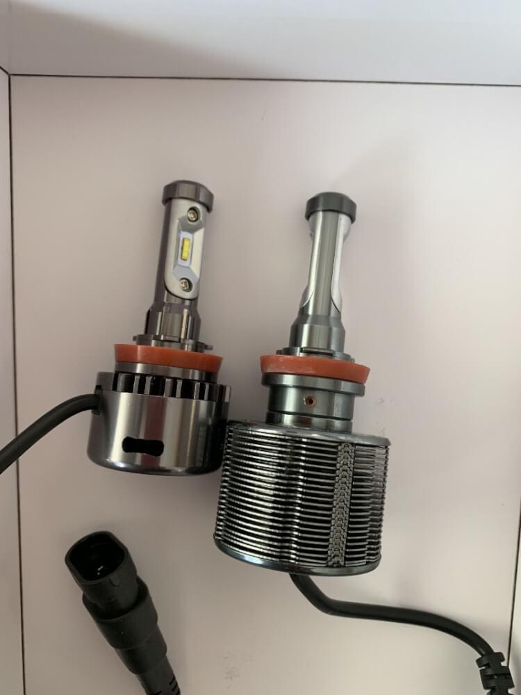 fcl.LEDヘッドライト(ファン付き)とfcl.LEDヘッドライト(ファンレス)の比較