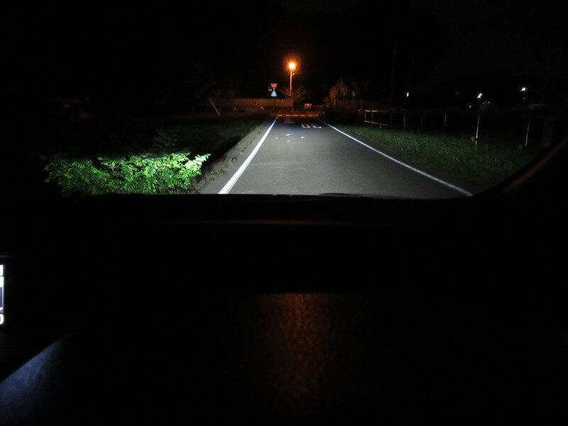 路面照射(ロービームのみ)