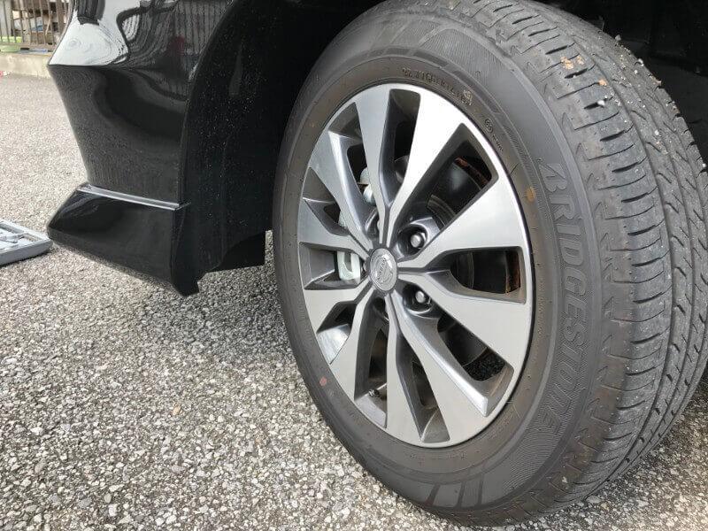 左側タイヤ