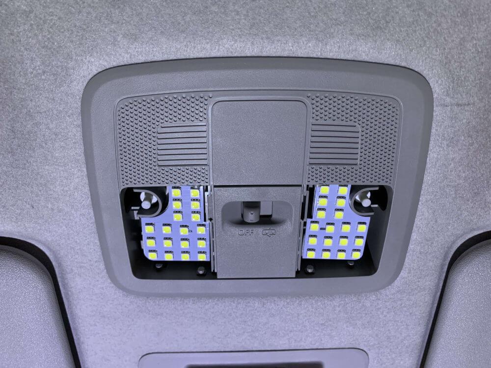 ルームランプ LEDランプを取り付け
