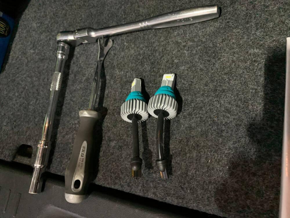 fcl.LEDハイパワーバックランプと使用した工具