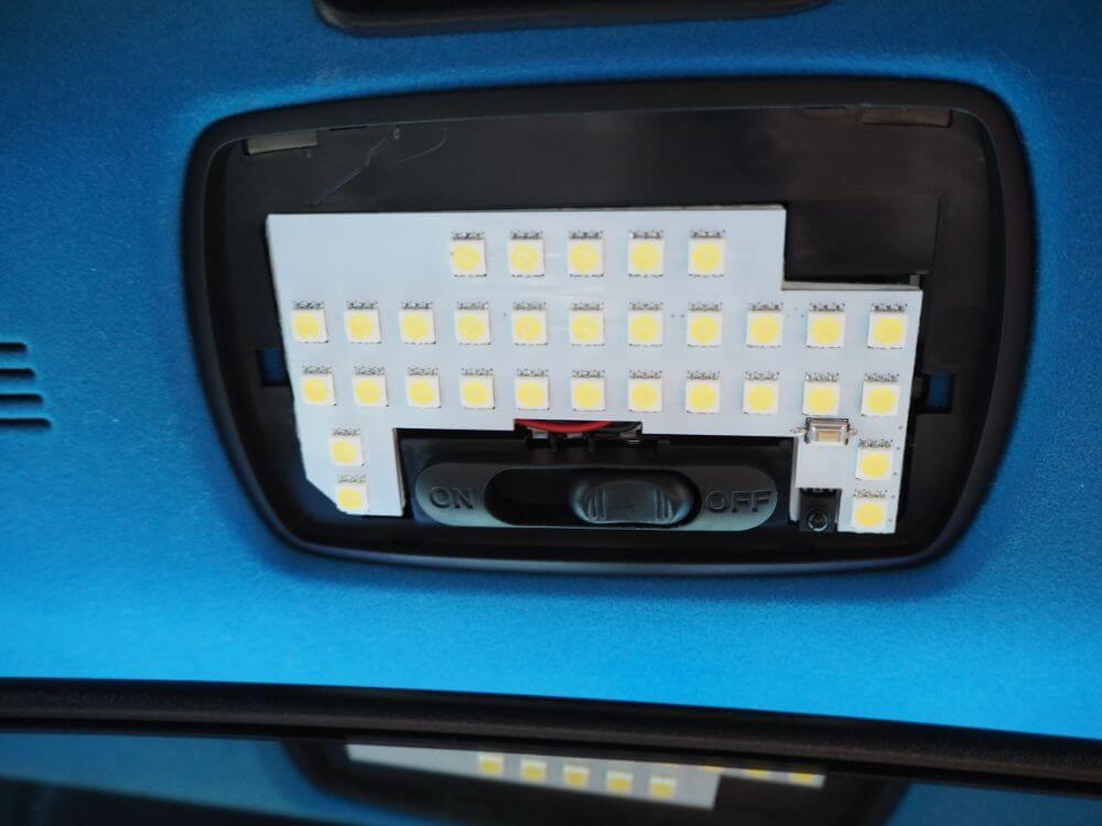 fcl.LEDルームランプを装着