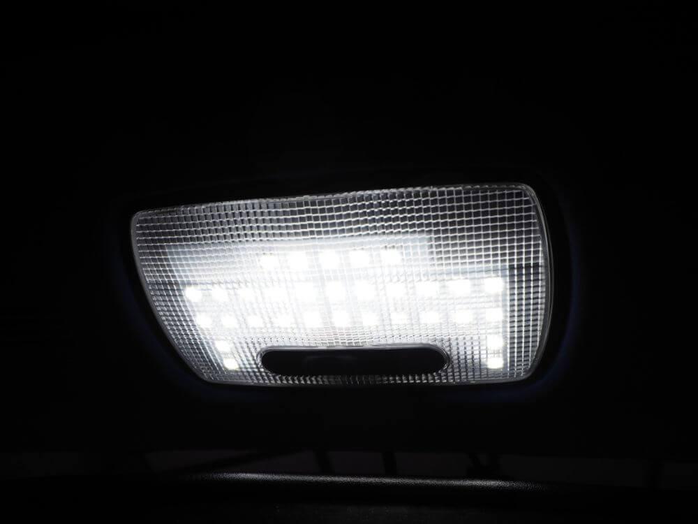 交換後のfcl.LEDルームランプ点灯