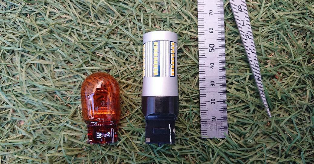 【左側】純正バルブ【右側】fcl.LED T20ピン部違い 抵抗内蔵LEDバルブ